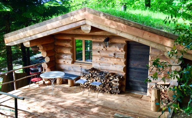 cabane en rondins la thuile logement insolite louer en. Black Bedroom Furniture Sets. Home Design Ideas